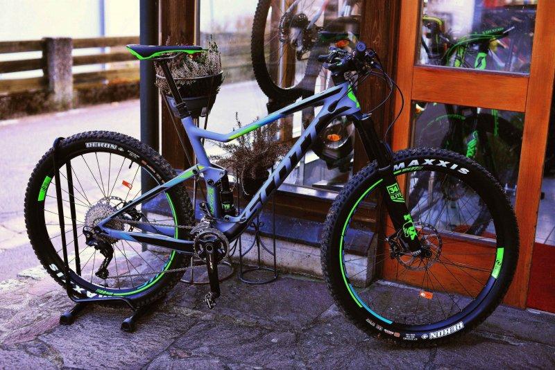 7a03186c81f Radsport Neumüller Scott Spark 710 Plus, Größen S & L